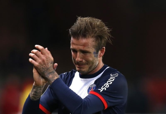 Paris Saint-Germain's David Beckham breaks down in tears as he leaves the pitch after being substituted in the 81st minute during his team's French Ligue 1 soccer match against Brest at the Parc des Princes stadium in Paris May 18, 2013. REUTERS/Gonzalo Fuentes (FRANCE - Tags: SPORT SOCCER TPX IMAGES OF THE DAY) - RTXZS5M